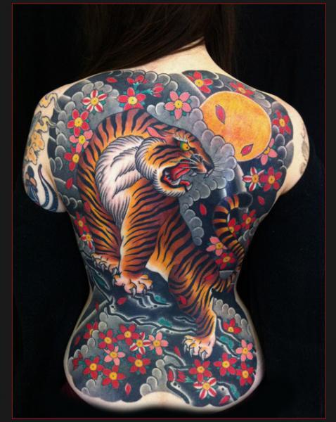 Tatuaje Japoneses Espalda Tigre por Chapel Tattoo