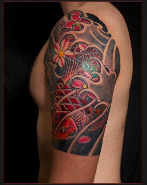 Schulter Japanische Karpfen Tattoo von Chapel Tattoo