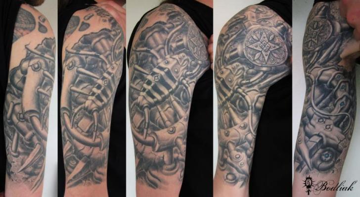 Shoulder Biomechanical Tattoo by Bodliak Tattoo