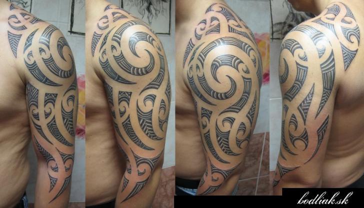 Shoulder Tribal Maori Tattoo by Bodliak Tattoo