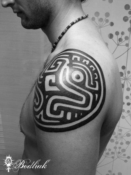 Schulter Tribal Maori Tattoo von Bodliak Tattoo