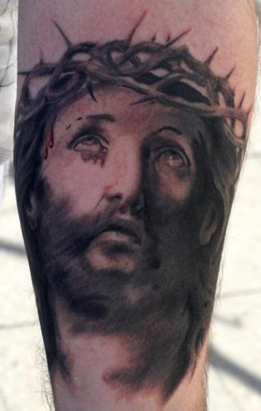 Tatuaje Ternero Religioso por Herzstich Tattoo