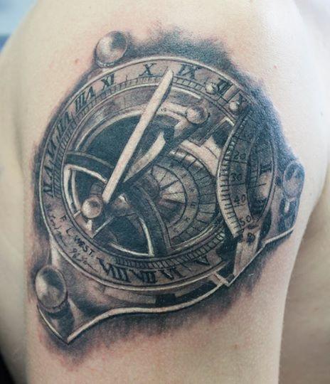 Realistische Uhr Tattoo von Herzstich Tattoo