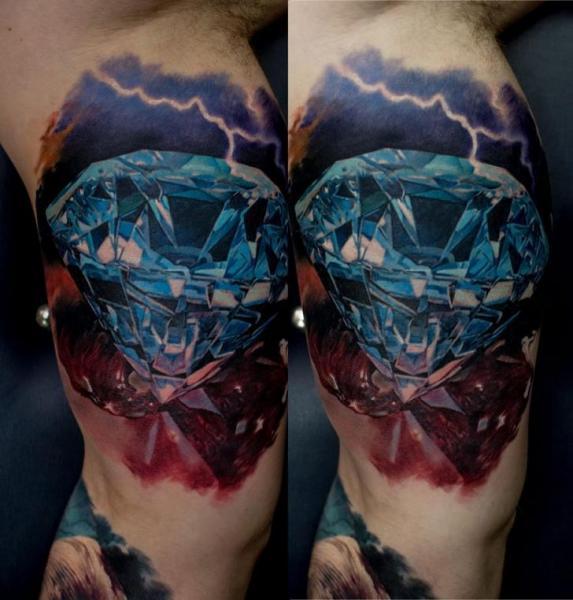 Arm Realistische Diamant Tattoo von Domantas Parvainis
