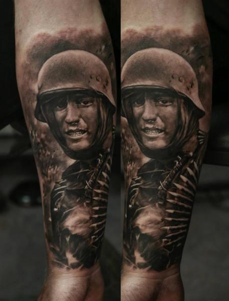 Arm Realistische Soldaten Tattoo von Domantas Parvainis