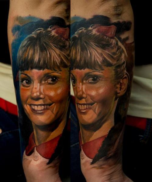 Tatuaje Brazo Retrato por Domantas Parvainis