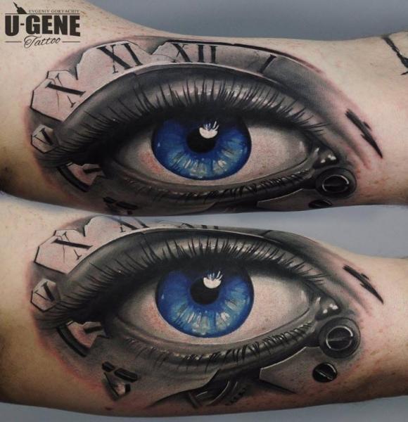Tatuaje Brazo Ojo por Redberry Tattoo