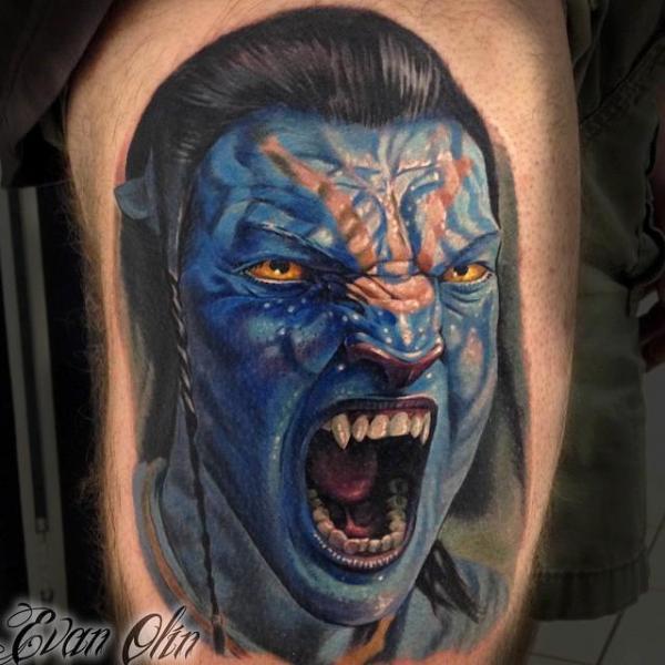 Fantasie Avatar Oberschenkel Tattoo von Powerline Tattoo