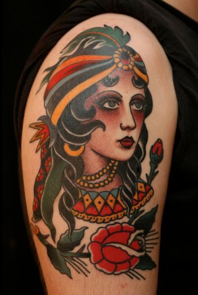 Tatuaggio Spalla Old School Gypsy di RG74 tattoo