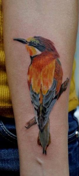 Arm Realistische Vogel Tattoo von Nikita Zarubin