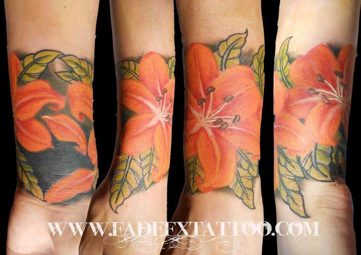 Tatuaggio Braccio Realistici Fiore di Fade Fx Tattoo