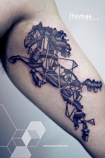 Tatuaje Brazo Caballo por Thomas Sinnamond