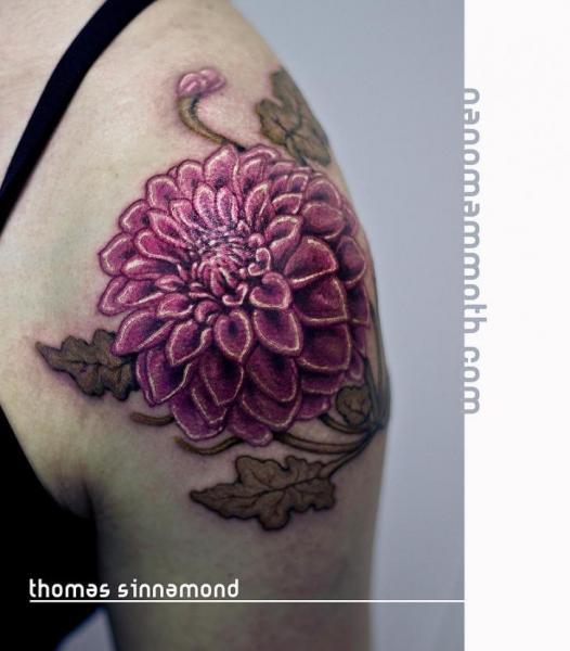 Schulter Blumen Tattoo von Thomas Sinnamond