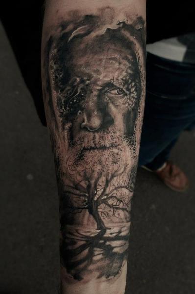 Tatuaje Brazo Retrato Realista Árbol por Matthew James