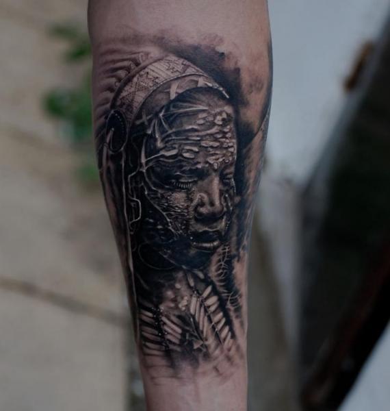 Arm Porträt Realistische Tattoo von Matthew James