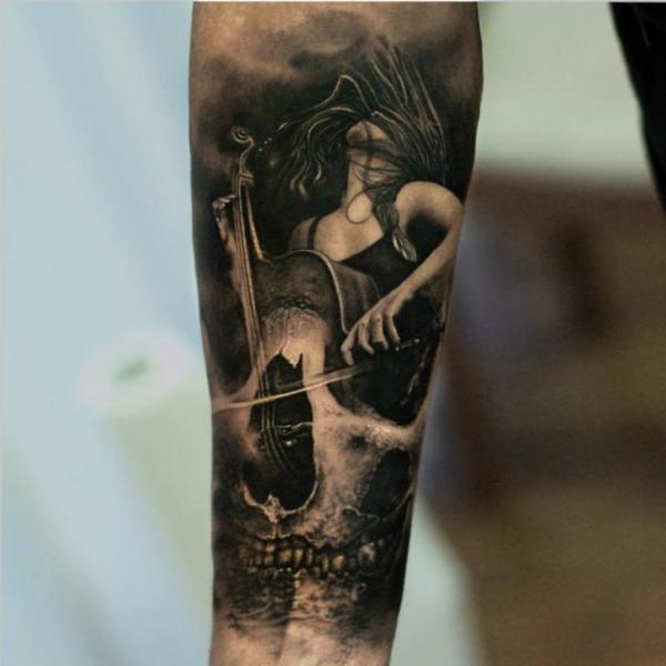 Arm Totenkopf Frauen Cello Tattoo von Matthew James