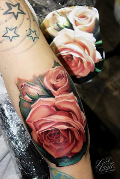 Tatuaggio Braccio Realistici Fiore di Dave Paulo