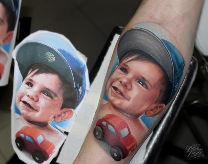 Arm Porträt Realistische Kinder Tattoo von Dave Paulo