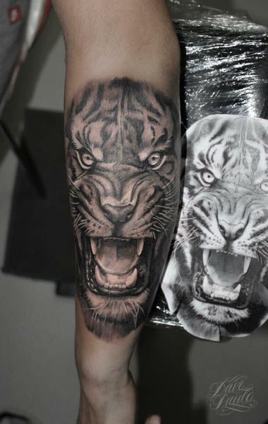 Arm Realistic Tiger Tattoo by Dave Paulo