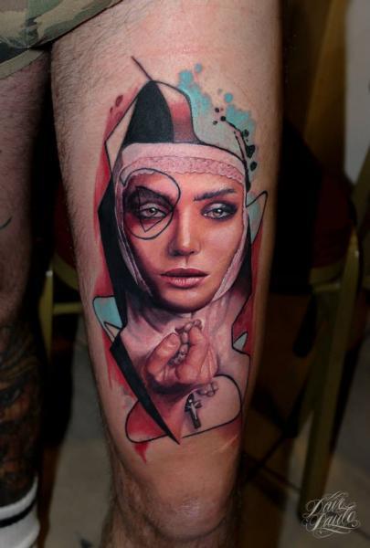Realistische Oberschenkel Nonne Tattoo von Dave Paulo