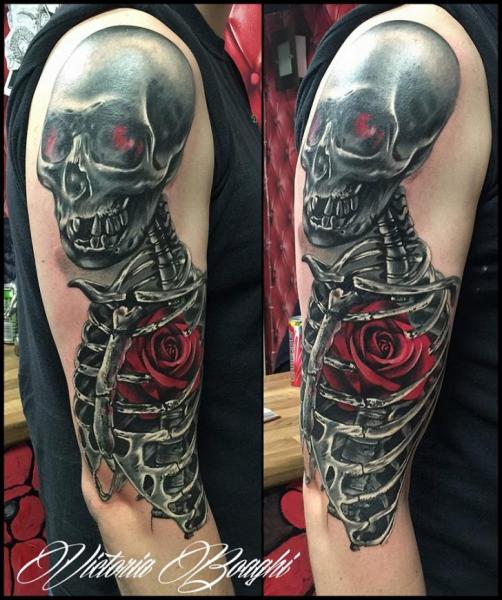 Schulter Arm Blumen Skeleton Tattoo von Victoria Boaghi