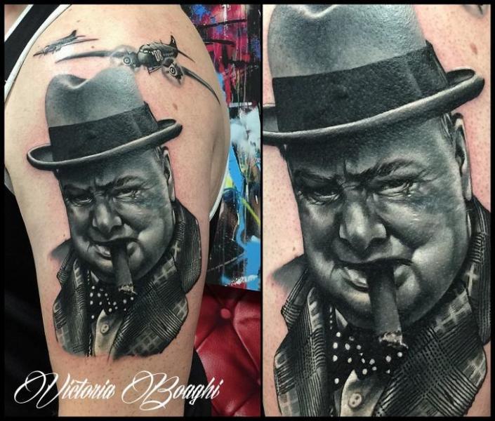 Schulter Porträt Realistische Tattoo von Victoria Boaghi