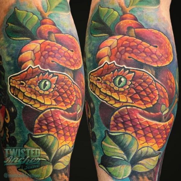 Tatuaje Serpiente Ternero por Twisted Anchor Tattoo