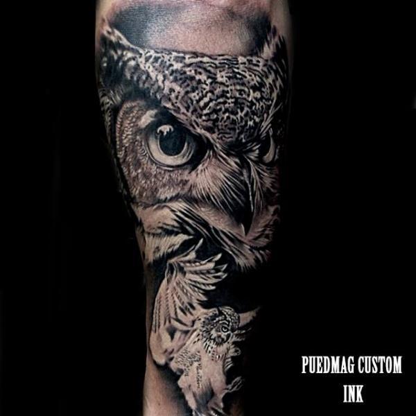 Arm Realistische Eulen Tattoo von Puedmag Custom Ink Tattoos
