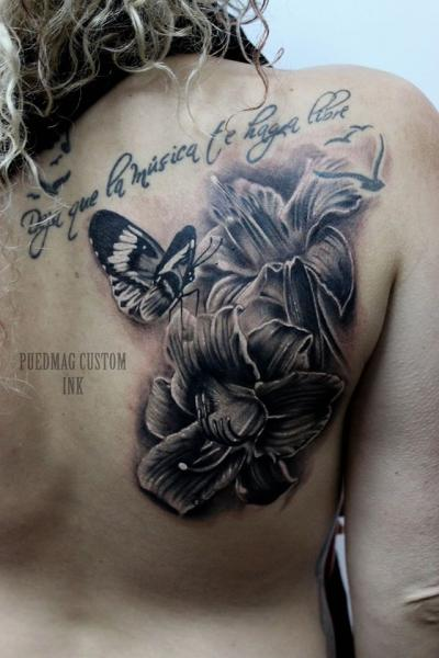Blumen Rücken Schmetterling Tattoo Von Puedmag Custom Ink Tattoos