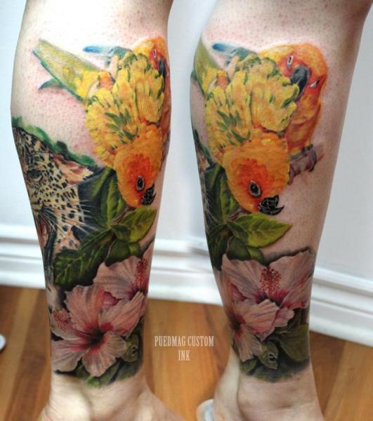 Realistische Waden Bein Vogel Papagei Tattoo von Puedmag Custom Ink Tattoos