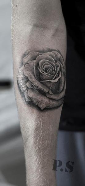 Arm Blumen Rose Tattoo von Kipod Studio