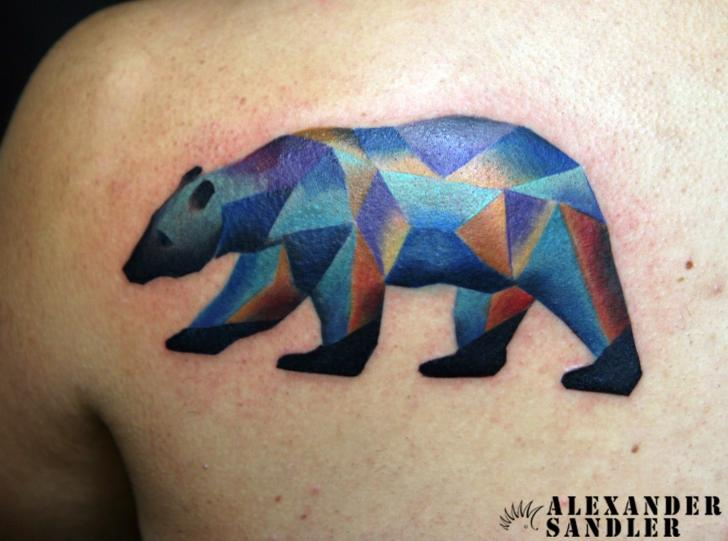 Tatuaje Espalda Oso Geométrico Por Kipod Studio