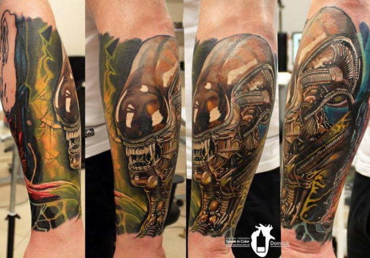 Arm Fantasie Außerirdisch Tattoo von Kwadron Tattoo Gallery