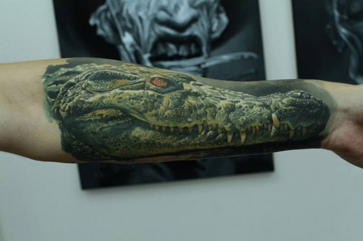 Tatouage Bras Réaliste Crocodile Par Kwadron Tattoo Gallery
