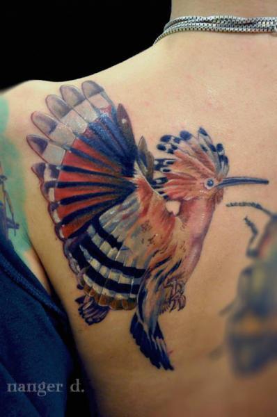Realistische Rücken Vogel Tattoo von Kwadron Tattoo Gallery