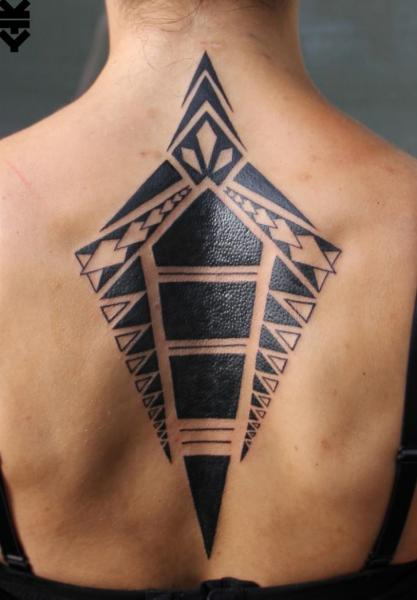 Rücken Geometrisch Tattoo von On Point Tattoo