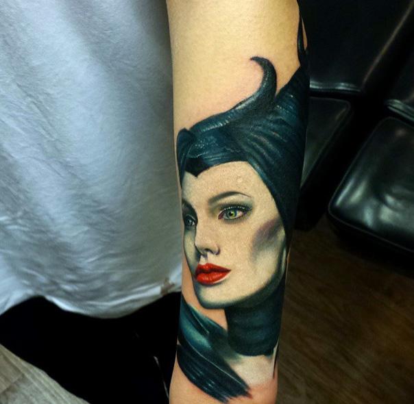 Arm Porträt Maleficent Tattoo von Sacred Art Tattoo