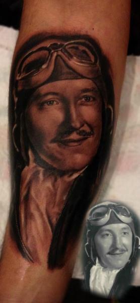 Arm Porträt Realistische Aviator Tattoo von Sacred Art Tattoo
