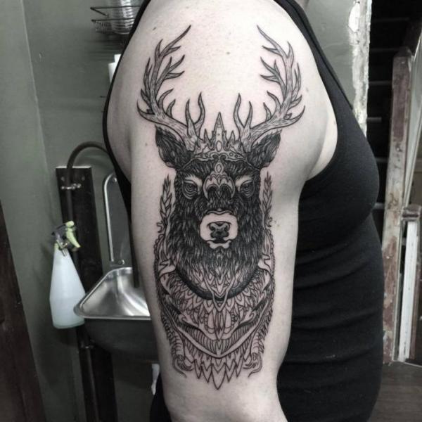 tatouage Épaule cerf par sacred art tattoo