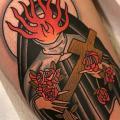 tatuaje Pierna Monja Fuego por Dave Wah