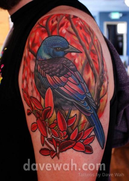 Tatuaje Hombro Pájaro por Dave Wah
