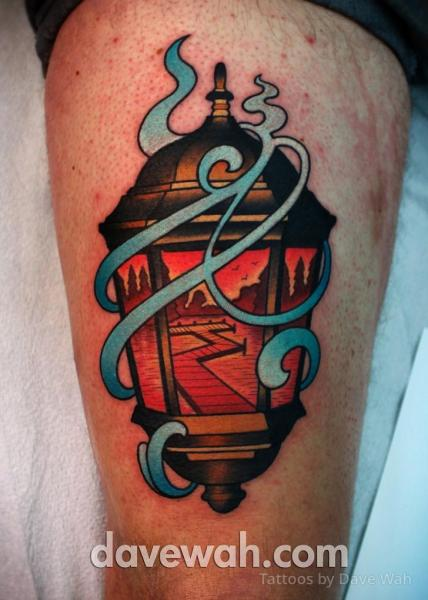 New School Lampe Oberschenkel Tattoo von Dave Wah