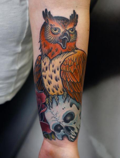 Arm Totenkopf Eulen Tattoo von Stefan Semt