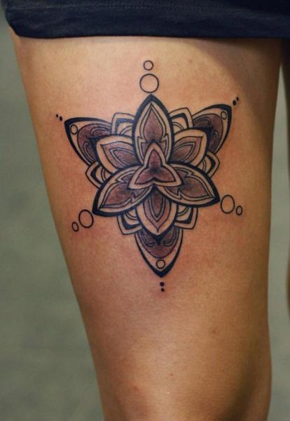 Geometric Thigh Tattoo by Stefan Semt