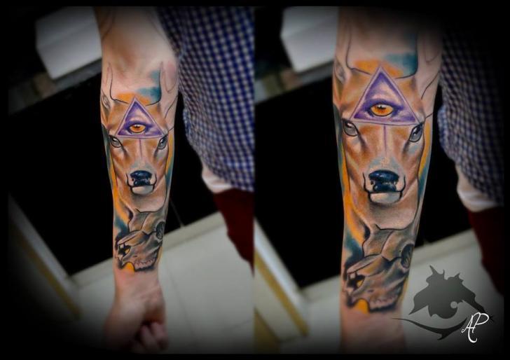 Tatuaggio Braccio Cervo di Silence of Art Tattoo Studio