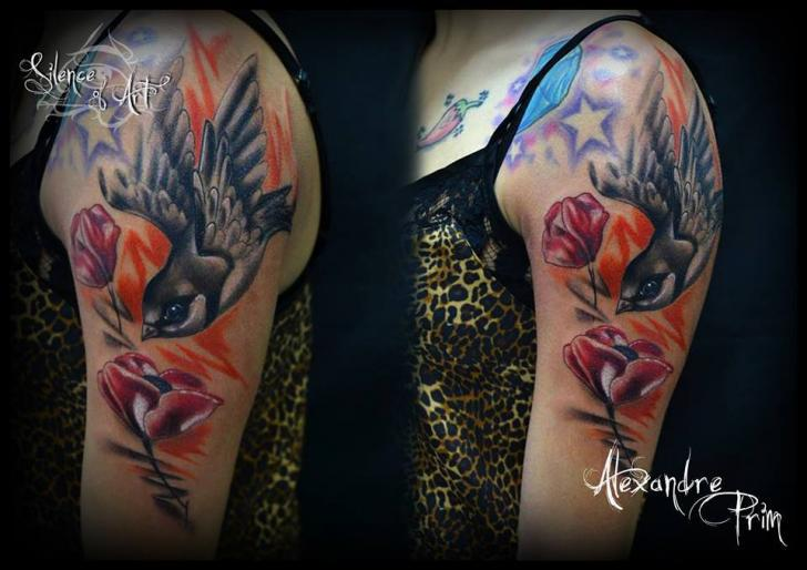Schulter Blumen Vogel Tattoo von Silence of Art Tattoo Studio