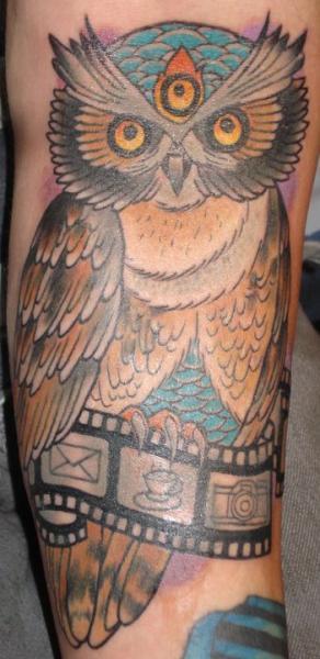 Arm Eulen Tattoo von Ten Ten Tattoo