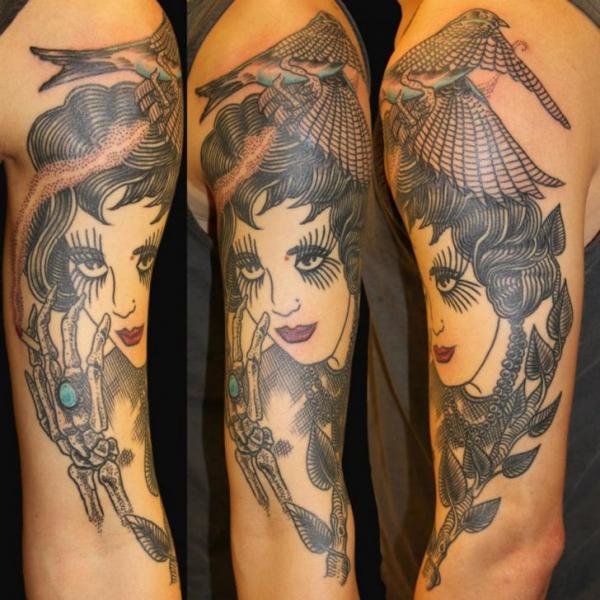 Tatuaggio Braccio Old School Donne di Gallon Tattoo