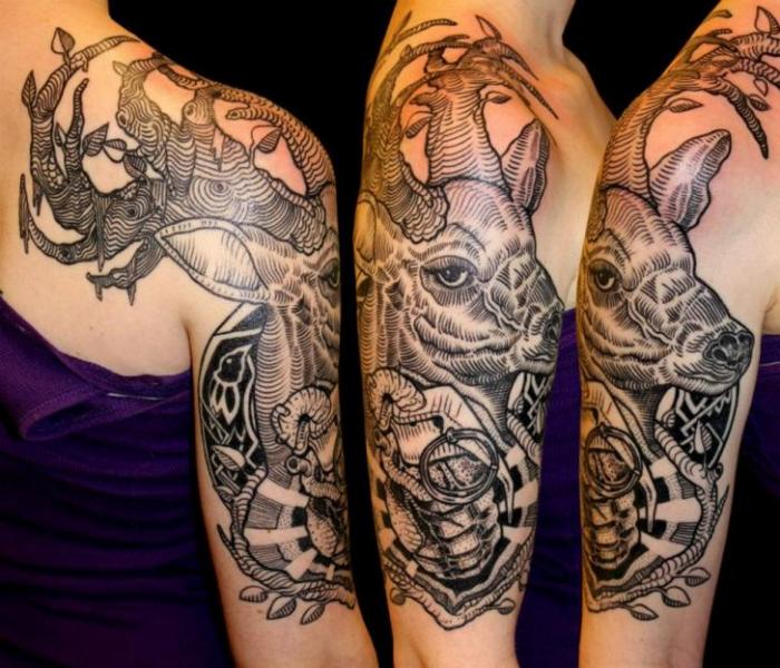 Schulter Arm Elch Tattoo von Gallon Tattoo