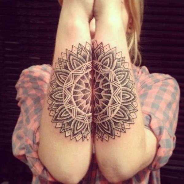 Arm Dotwork Geometrisch Tattoo von Top Gun Tattooing
